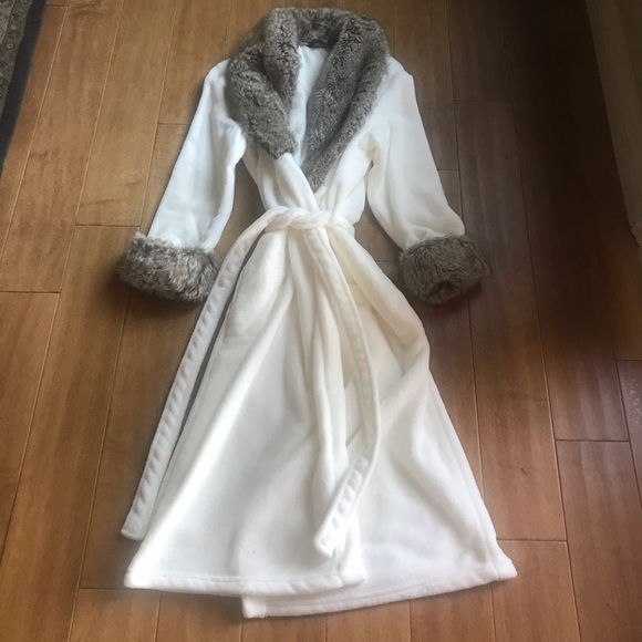 newest popular brand clearance prices Noire Jasmine Rose Faux Fur Trim Robe